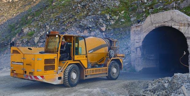 ¿Cómo transportar hormigón con camiones mixer hasta el frente de proyección?