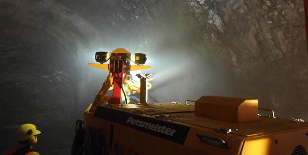 ¿Cómo se utiliza el shotcrete en la construcción de centrales hidroeléctricas?
